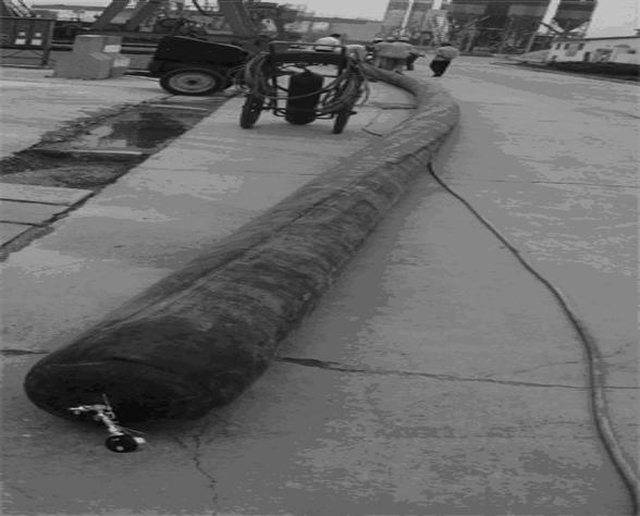 桥梁上部结构装配式施工工法及解析-龙门吊机吊运混凝土